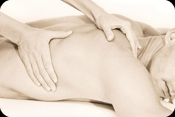 Bild: Achtsame Massage. Kalifornische Massage und Gestalt-Körperarbeit: Massageausbildung, Massagekurse, Massageschule und Massagepraxis in Bonn. Eine Verbindung von Massage, Gestalttherapie und Körperarbeit (Elemente aus Esalen-Massage, Atemarbeit, Tiefenbindegewebsmassage, Yoga, Stressreduktion, Meditation, Craniosacral-Therapie, Bewegung und Tanz-Therapie). Bildungsurlaub zum Thema: Entspannung, Stressabbau, Resilienz, Achtsamkeit, Körperwahrnehmung und Burnout-Prophylaxe.